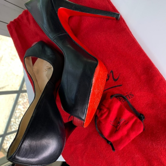 new arrival c71c4 661b8 Christian Louboutin Red Bottom Heels - Size 37/7